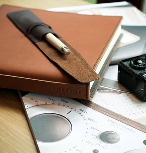 livre d 39 or carnet en cuir avec anse. Black Bedroom Furniture Sets. Home Design Ideas