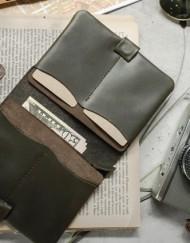 Portefeuille et porte passeport en cuir