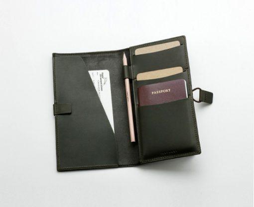 compagnon-voyage-cuir-lakange-labrador-cadeau-affaire-porte-passeport