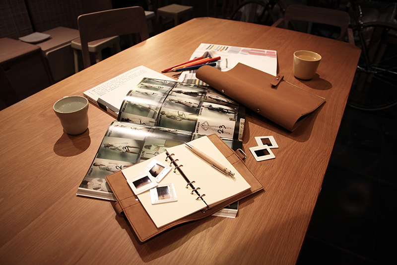 carnet de notes en cuir fermeture boucle. Black Bedroom Furniture Sets. Home Design Ideas