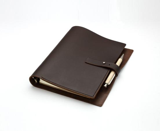 carnet de note organiseur en cuir fermeture clou. Black Bedroom Furniture Sets. Home Design Ideas