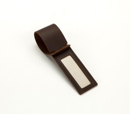 etiquette à bagage cuir-maroquinerie-lakange-labrador-article voyage cuir- porte étiquette à bagage en cuir.2