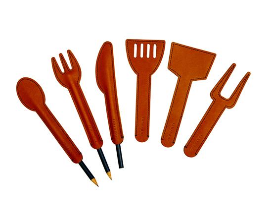 couvert-cuisine-cuir-chic-capuchon-sauve pointe-crayon-lakange-labrador (2)