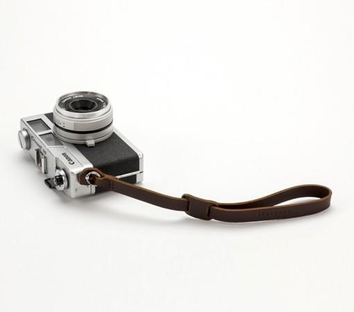 laniere appareilphoto cuir-laniere cuir appareil photo-lakange-labrador-camerastrap cuir