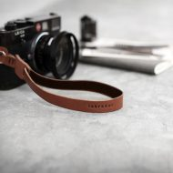 laniere-appareilphoto-cuir-laniere-cuir-appareil-photo-lakange-labrador-camerastrap-cuir