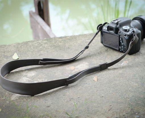 anse-lanière-cuir--appareilphoto-appareil-photo-lanière-tourdecou-lakange-labrador