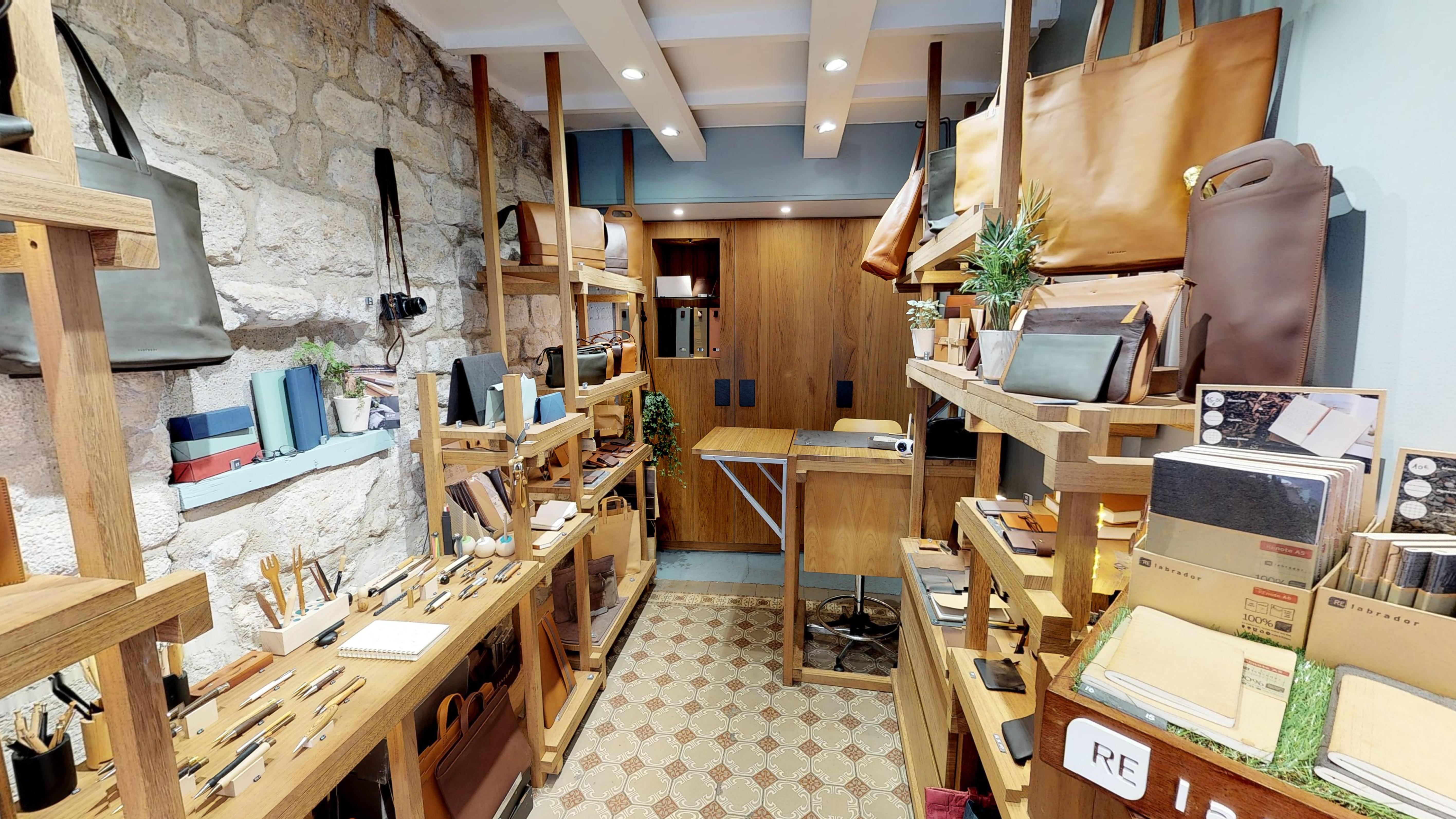 Profitez d'une visite virtuelle de notre boutique parisienne !