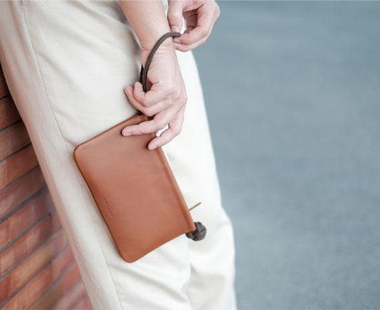 pochette-etui-telephone-cuir-lakange-labrador-cadeau-cadeaux-affaires-corporate-gift-portemonnaie-13