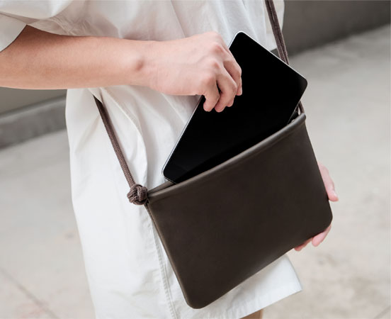 pochette-sac-etui-cuir-cadeaux-affaires-corporate-gift-1